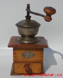 Dřevěný mlýnek na kafe