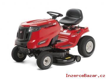 Zahradní traktor na sekání trávy