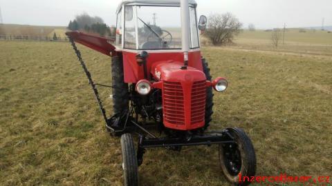 Traktor Zetor 25 K s boční lištou