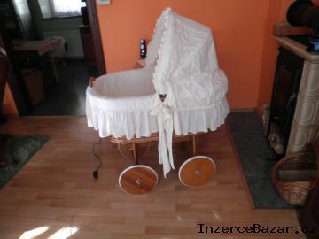 prodej proutěného košíku pro miminko