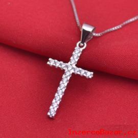 Křížek se zirkony stříbrný